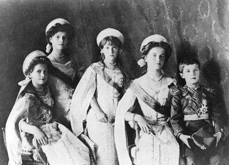 OTMAA_1910_in_court_dress.3